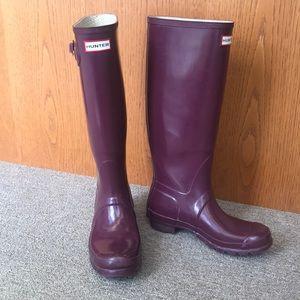 HUNTER ORIGINAL TALL GLOSS RAIN BOOTS PURPLE 8